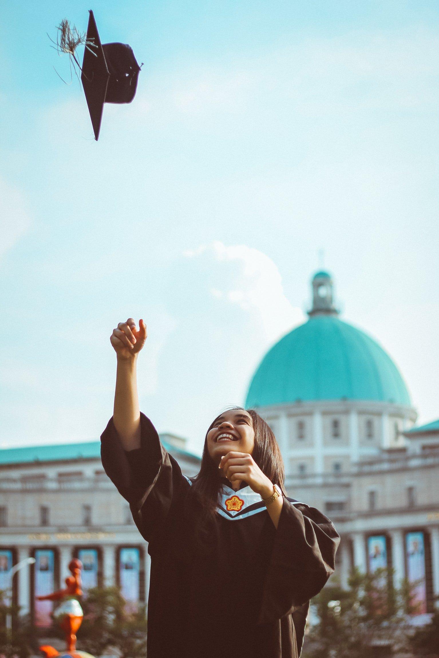 فترة الامتحانات والتصحيح الإلكتروني في الجامعات